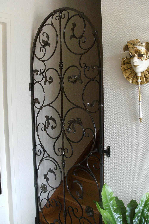 metallerie-vernhet-porte-en-fer-forge-interieure